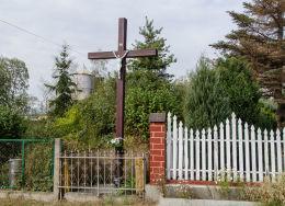 Krzyż przydrożny drewniany. Stary Jaworów, gmina Jaworzyna Śląska, powiat świdnicki.