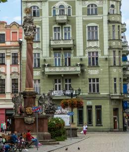 Barokowa kolumna św. Trójcy z drugiej połowy XVII wieku. Fundator Joachim von Sinzendorf. Świdnica, powiat świdnicki.