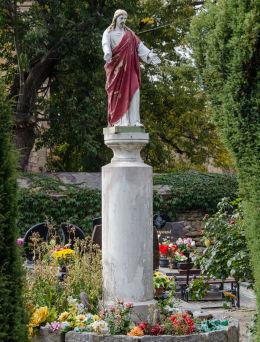 Kapliczka kolumnowa z figurą Chrystusa obok kościoła Wniebowzięcia NMP. Wierzbna, gmina Żarów, powiat świdnicki.