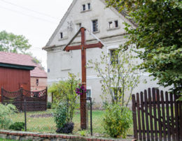 Przydrożny krzyż drewniany. Wirki, gmina Marcinowice, powiat świdnicki.