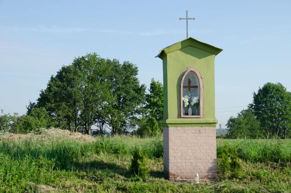 Kapliczka przydrożna, murowana. Osiek, gmina Żmigród, powiat trzebnicki.