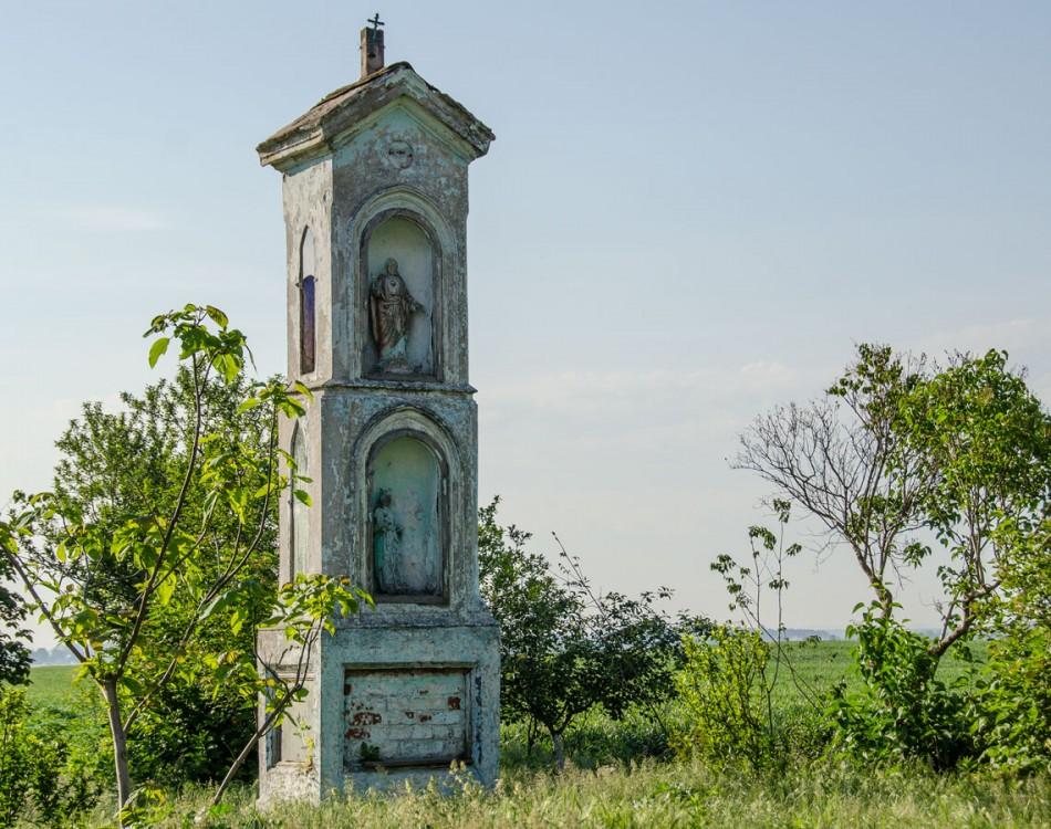 Przydrożna kapliczka kolumnowa. Powidzko, gmina Żmigród, powiat trzebnicki.