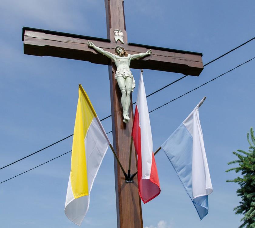 Figura Jezusa na drewnianym krzyżu przydrożnym. Ruda Żmigrodzka, gmina Żmigród, powiat trzebnicki.