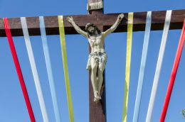 Figura Jezusa na krzyżu przydrożnym. Górowo, gmina Prusice, powiat trzebnicki.