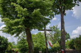 Przydrożny krzyż drewniany. Ruda Żmigrodzka, gmina Żmigród, powiat trzebnicki.
