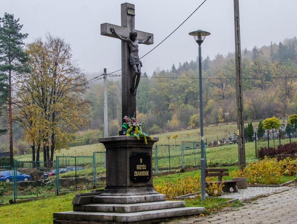 Krzyż przydrożny obok kościóła. Wałbrzych, Wałbrzych.