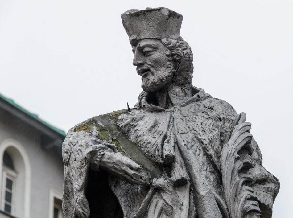 Fragment figury św. Nepomucena. Wałbrzych, Wałbrzych.