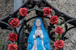 Kapliczka przydrożna stojąca przy ulicy Moniuszki. Wałbrzych, Wałbrzych.