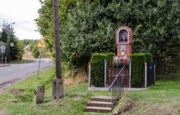 Kapliczka przydrożna stojąca przy ulicy Mieroszowskiej. Wałbrzych, Wałbrzych.