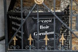 Grota poświęcona górnikom regionu wałbrzyskiego. Szczęść Boże Górnikom. Boguszów-Gorce, powiat wałbrzyski.