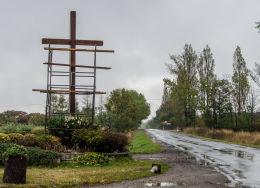 Krzyż przydrożny, drewniany. Dziećmorowice, gmina Walim, powiat wałbrzyski.