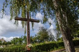 Krzyż przydrożny, drewniany. Mieroszów, powiat wałbrzyski.
