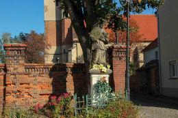 Barokowa figura św. Jana Nepomucena z 1738 r. Kąty Wrocławskie, powiat wrocławski.