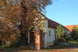 Kapliczka przydrożna domkowa z XIX w. Pełcznica, gmina Kąty Wrocławskie, powiat wrocławski.