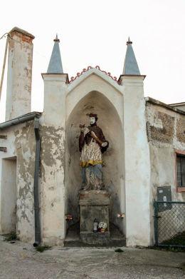 Przydrożna figura św. Jana Nepomucena z XVIII w. Wszemiłowice, gmina Kąty Wrocławskie, powiat wrocławski.