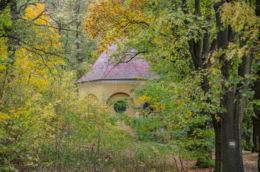 Jedna z kapliczek na Drodze Różańcowej. Bardo, powiat ząbkowicki.