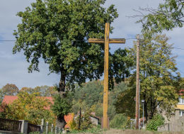 Przydrożny krzyż drewniany. Bardo, powiat ząbkowicki.