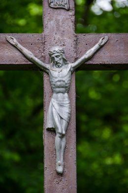 Przydrożny krzyż drewniany. Laski, gmina Złoty Stok, powiat ząbkowicki.