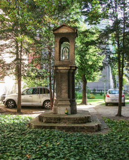 Kapliczka przy kościele rektorskim Wniebowzięcia NMP. Bydgoszcz, Bydgoszcz.