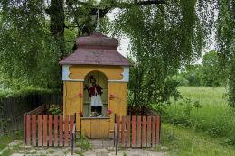 Kapliczka przydrożna domkowa, św. Jana Nepomucena. Uchanie, powiat hrubieszowski.