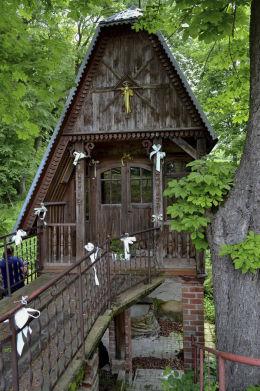 Kapliczka przydrożna domkowa, św. Antoniego. Uchanie, powiat hrubieszowski.