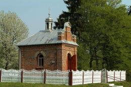 Kapliczka przydrożna domkowa, murowana. Wysokie, gmina Uchanie, powiat hrubieszowski.
