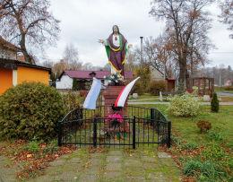 Przydrożna figura Najświętszego Serca Pana Jezusa z 1995 r. Osowa Sień, gmina Wschowa, powiat wschowski.
