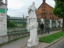 Barokowa figura św. Jana Nepomucena z XVIII w. Stare Strącze, gmina Sława, powiat wschowski.