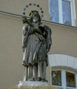 Barokowa figura św. Jana Nepomucena z 1732 r. Wschowa, powiat wschowski.