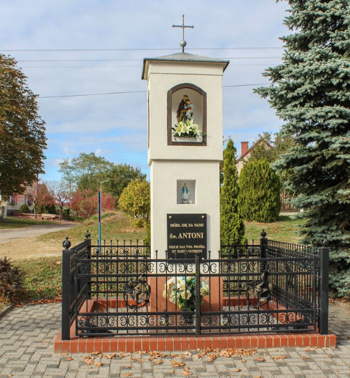Kapliczka św.Antoniego przy skrzyżowaniu dróg  Nowe Kramsko i Stare Kramsko. Kolesin, gmina Babimost, powiat zielonogórski.