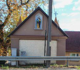 Kaplica Matki Bożej widok od ulicy Powstańców Wielkopolskich wiza-wi posesji nr.38. Nowe Kramsko, gmina Babimost, powiat zielonogórski.