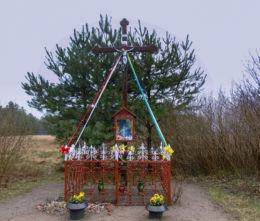 Krzyż przydrożny z kapliczką Matki Boskiej. Nowy Jaromierz, gmina Kargowa, powiat zielonogórski.