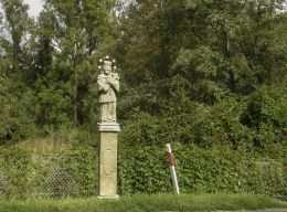 Przydrożna kapliczka z figurą św. Jana Nepomucena z 1783 r. Brodła, gmina Alwernia, powiat chrzanowski.