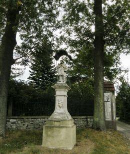 Przydrożna kapliczka z figurą św. Jana Nepomucena. Wygiełzów, gmina Babice, powiat chrzanowski.