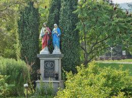 Figury Chrystusa i Maryi. Gładyszów, powiat gorlicki.