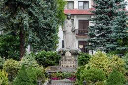 Przydrożna kapliczka z figurą św. Maryi. Limanowa, powiat limanowski.