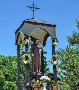 Kapliczka św. Antoniego powstała na pamiątkę roku jubileuszowego 2000 Dziekanowice, gmina Dobczyce, powiat myślenicki.