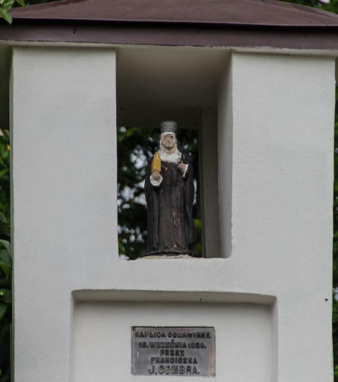 Przydrożna kamienna kapliczka słupowa. Stary Sącz, powiat nowosądecki.