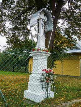 Kamienny krzyż przydrożny. Szczawnik, gmina Muszyna, powiat nowosądecki.