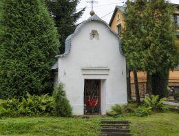 Kapliczka przydrożna domkowa murowana. Ptaszkowa, gmina Grybów, powiat nowosądecki.