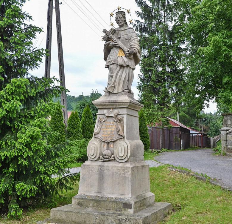 Figura św. Jan Nepomucena przy ul. Zakościele. Sucha Beskidzka, powiat suski.