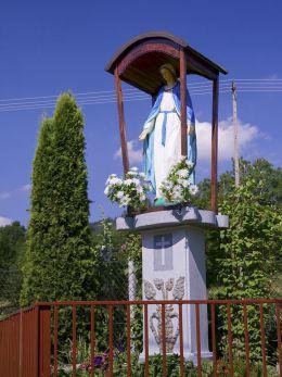 Kapliczka przydrożna. Sidzina, gmina Bystra-Sidzina, powiat suski.