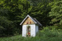 Kapliczka przydrożna domkowa murowana. Ruda Kameralna, gmina Zakliczyn, powiat tarnowski.