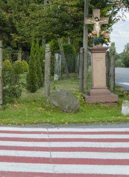 Kamienny krzyż przydrożny. Zdonia, gmina Zakliczyn, powiat tarnowski.