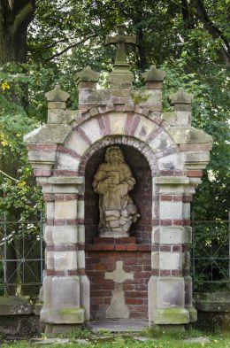 Kapliczka przydrożna domkowa murowana. Bruśnik, gmina Ciężkowice, powiat tarnowski.