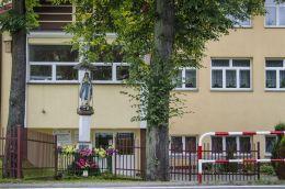 Przydrożna kapliczka z figurą św. Maryi. Paleśnica, gmina Zakliczyn, powiat tarnowski.