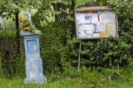 Przydrożny krzyż kamienny. Siekierczyna, gmina Ciężkowice, powiat tarnowski.
