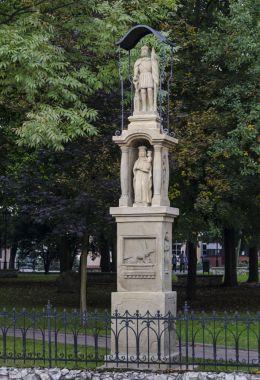 Przydrożna kapliczka z figurą św. Floriana. Niepołomice, powiat wielicki.