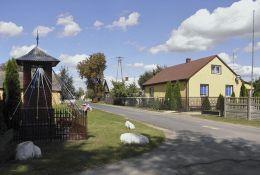 Przydrożna kapliczka murowana. Nętne, gmina Stromiec, powiat białobrzeski.