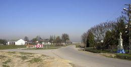 Przydrożny krzyż kamienny. Żabia Wola, gmina Stara Błotnica, powiat białobrzeski.